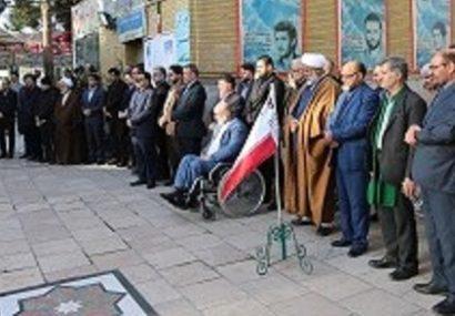 مراسم صبحگاه مشترک همزمان با روز شهید در گلزارهای قم برگزار شد