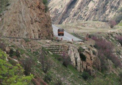 بازگشایی محور معمولان – پلدختر با همکاری راهداری و سپاه استان قم